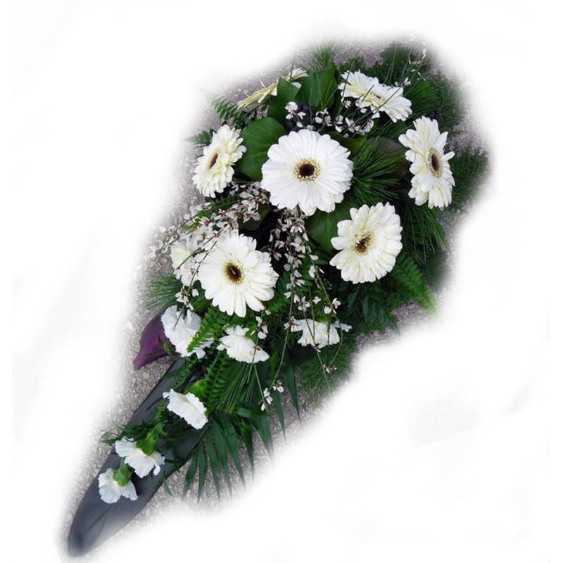 Bēru štrauss ar baltiem ziediem